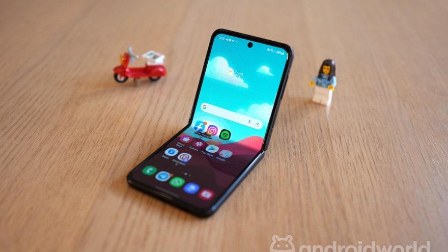 Galaxy Z Flip 3 sarà all'altezza del fratello maggiore nel test di resistenza?