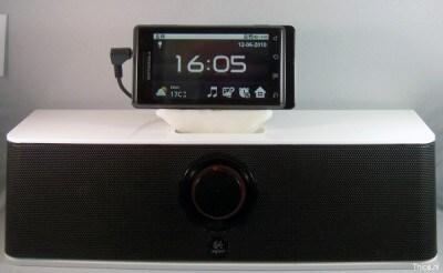 Motorola Milestone in una dock iPhone