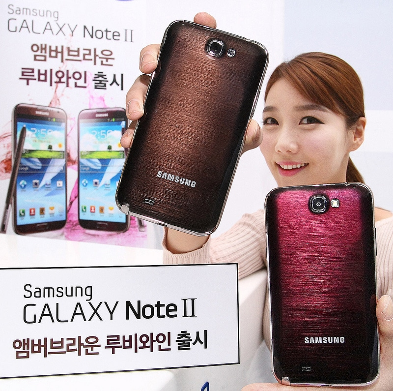Samsung presenta il Galaxy Note II in nuove colorazioni: Amber Brown e Ruby Wine