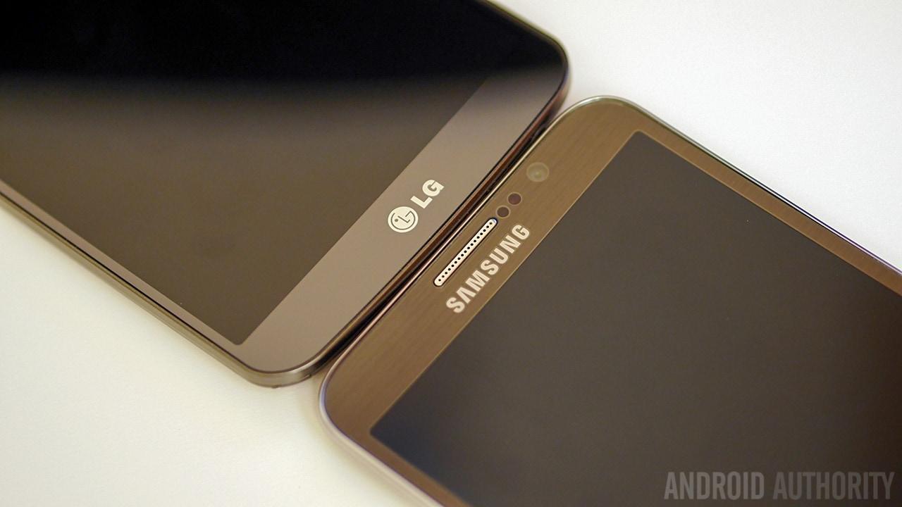 LG-G-Flex-vs-Samsung-Galaxy-Round-Quick-Look-Hands-on-AA-5-of-11
