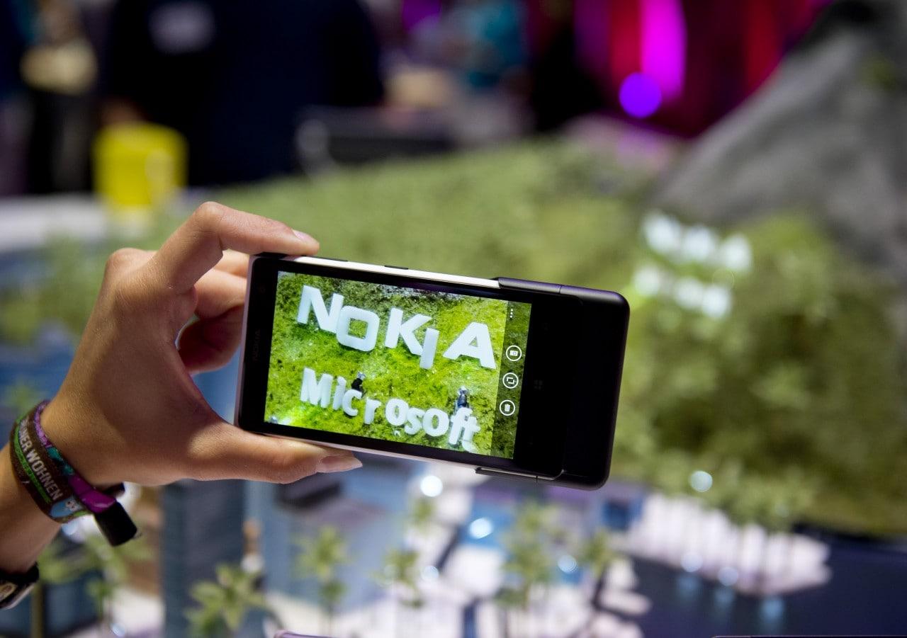 L'acquisizione di Nokia si concluderà ad aprile ma Microsoft dovrà pagare altri 300 milioni