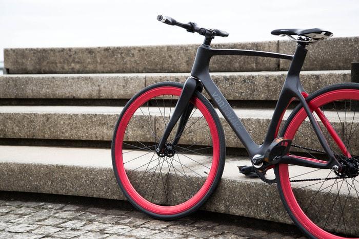 """Su KickStarter la prima bicicletta in fibra di carbonio """"sempre connessa"""""""