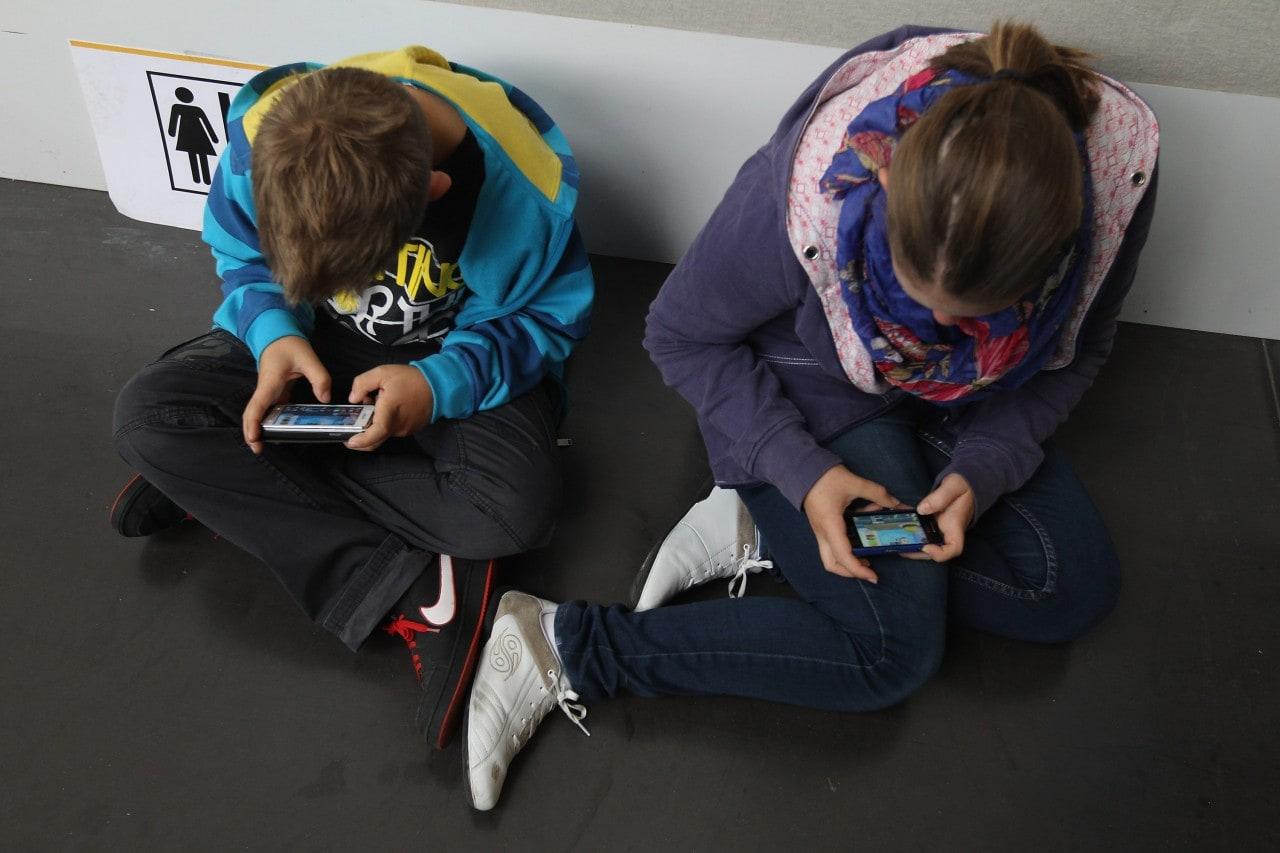 Gli italiani spendono 607€ all'anno per i propri cellulari
