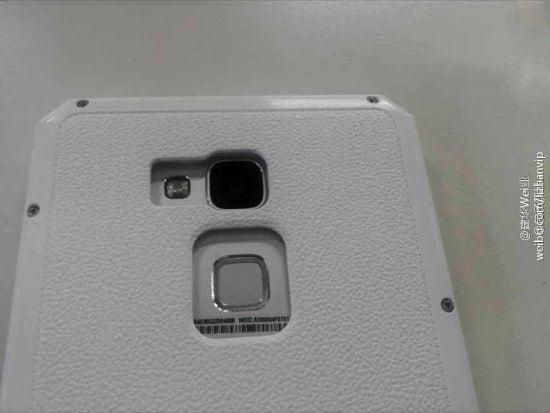 Huawei Ascend Mate 7 si mostra all'interno di un dummy box, lettore di impronte incluso (foto)