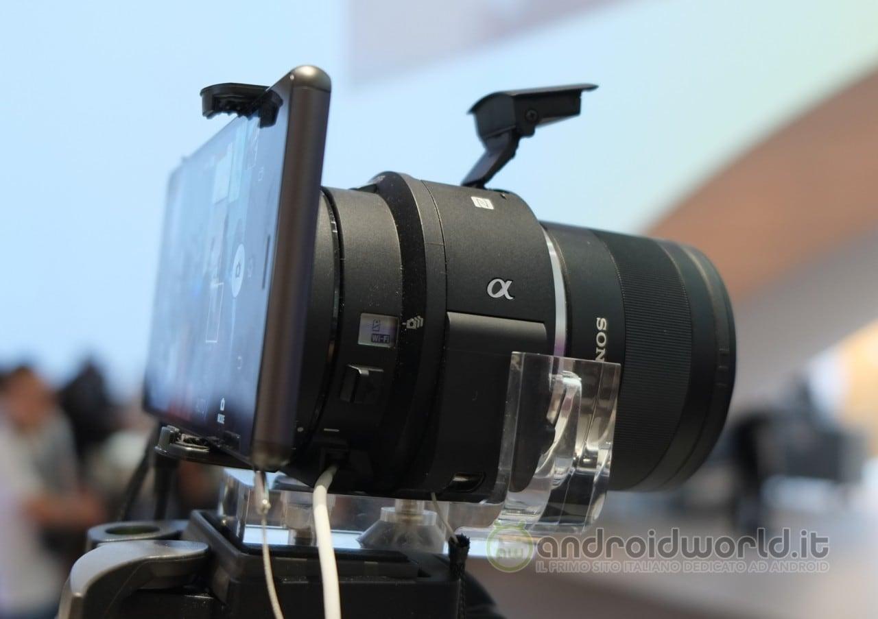 Sony pubblica una serie di video dedicati alle nuove Lens-style camera QX1 e QX30