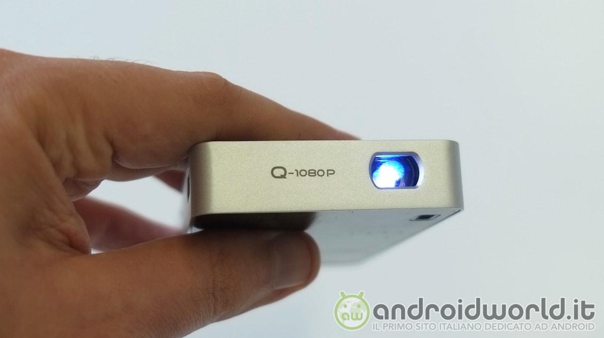 Aiptek MobileCinema Q20: un proiettore che sta nel palmo di una mano (foto e video)