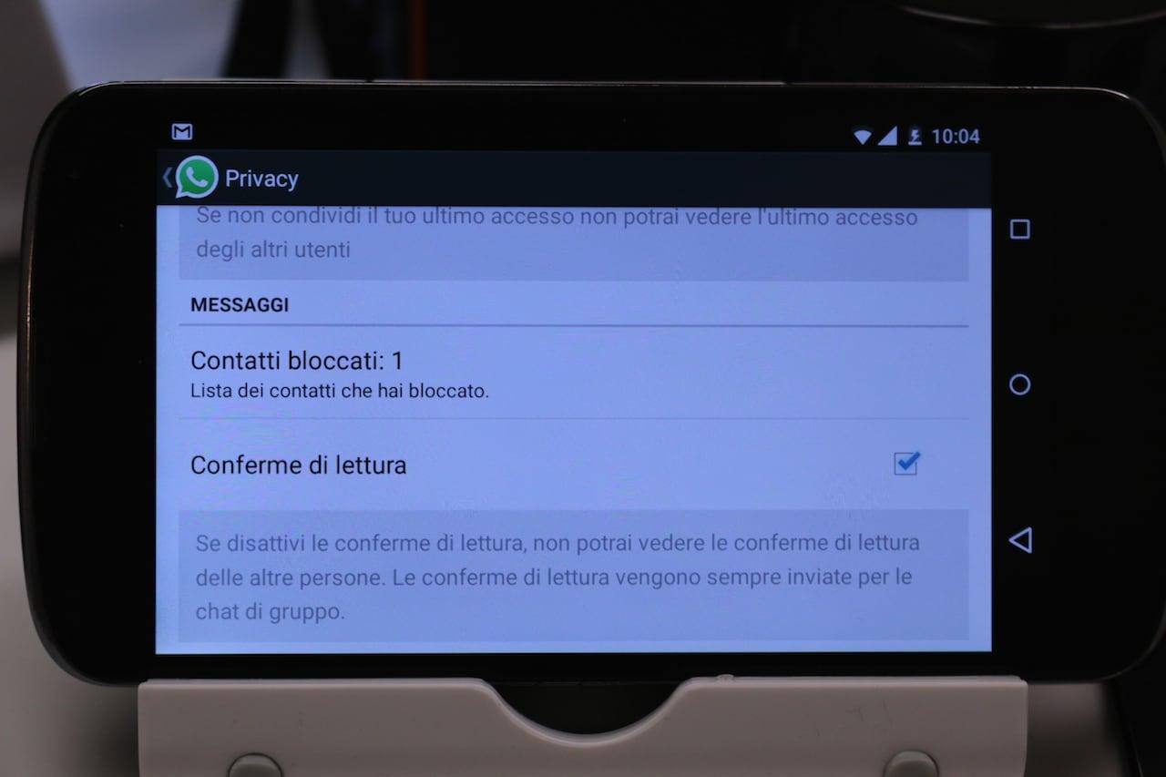 Adesso tutti gli utenti WhatsApp possono disabilitare la doppia spunta azzurra di conferma lettura (download apk)