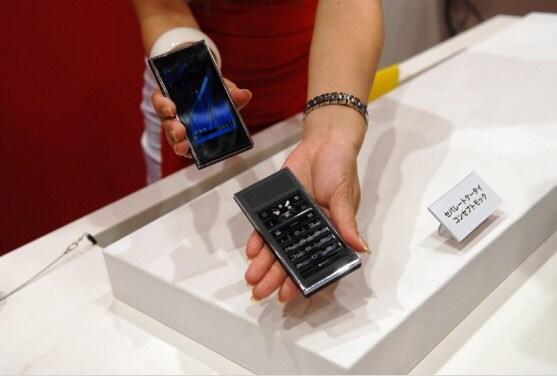 Uno smartphone con tastiera separabile? L'ha fatto Fujitsu... nel 2010!