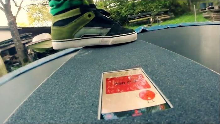 Ecco un'app che trasforma il nostro smartphone in uno skateboard! (foto e video)