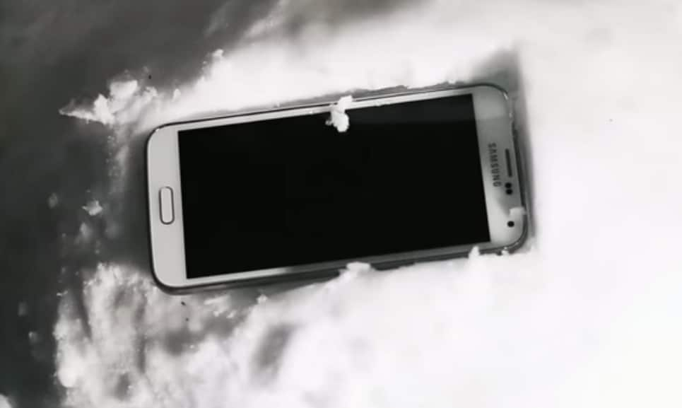 Un Galaxy S5 viene perso in campagna, ma dopo 7 mesi funziona ancora!