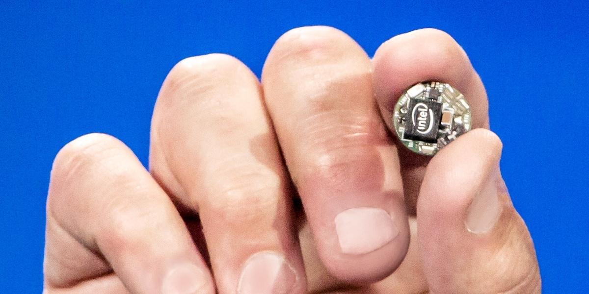 Intel Curie, il chip per dispositivi indossabili a basso consumo grande quanto un bottone