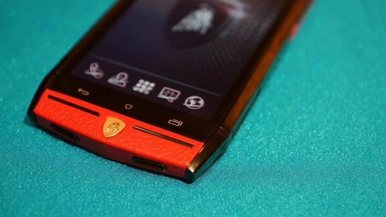 Ecco com'è uno smartphone da 6000$: hands-on di Lamborghini 88 Tauri (foto e video)