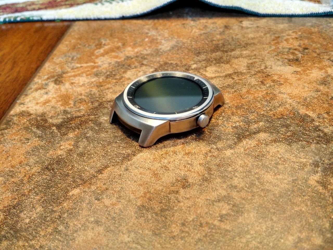 Guardate quanto può essere bello LG G Watch R dopo un po' di carta vetrata!