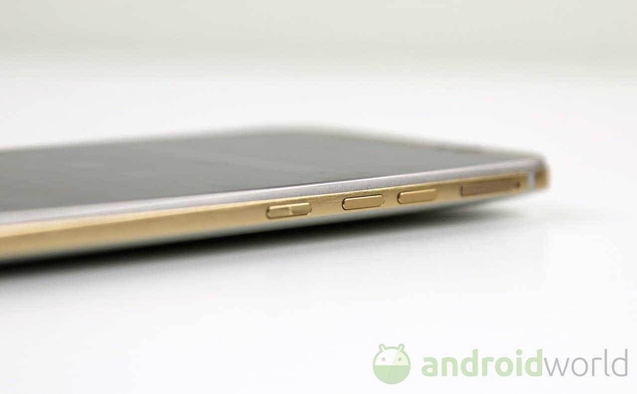 HTC One M9 viene bagnato, graffiato e fatto cadere (video)
