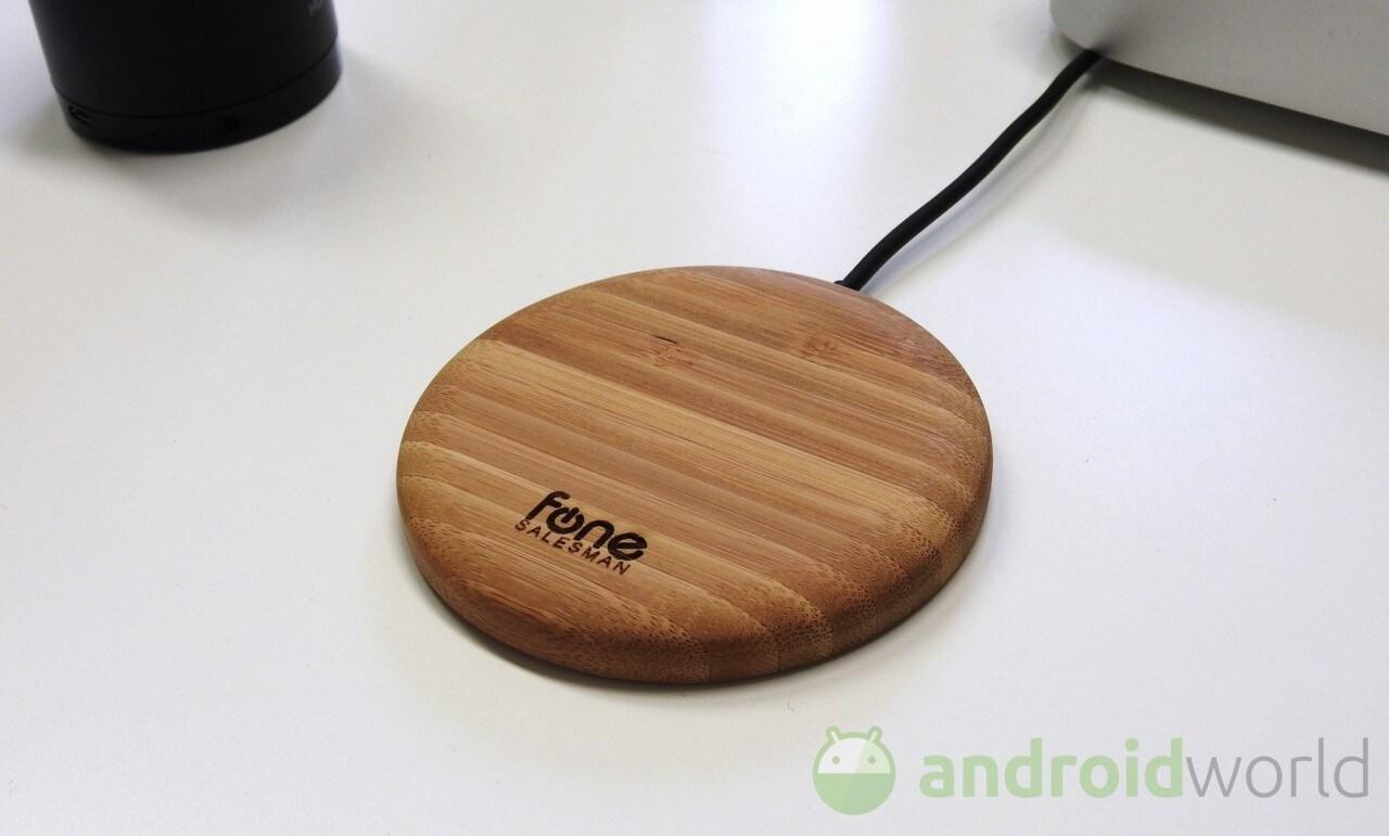 Caricabatterie wireless in legno di Fone Salesman, la nostra prova