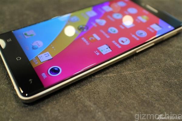 Un'altra valanga di foto e un lungo video dello smartphone Oppo senza cornici