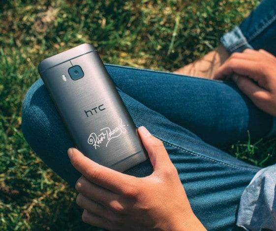HTC One M9 Robert Downey Jr. firma - 1