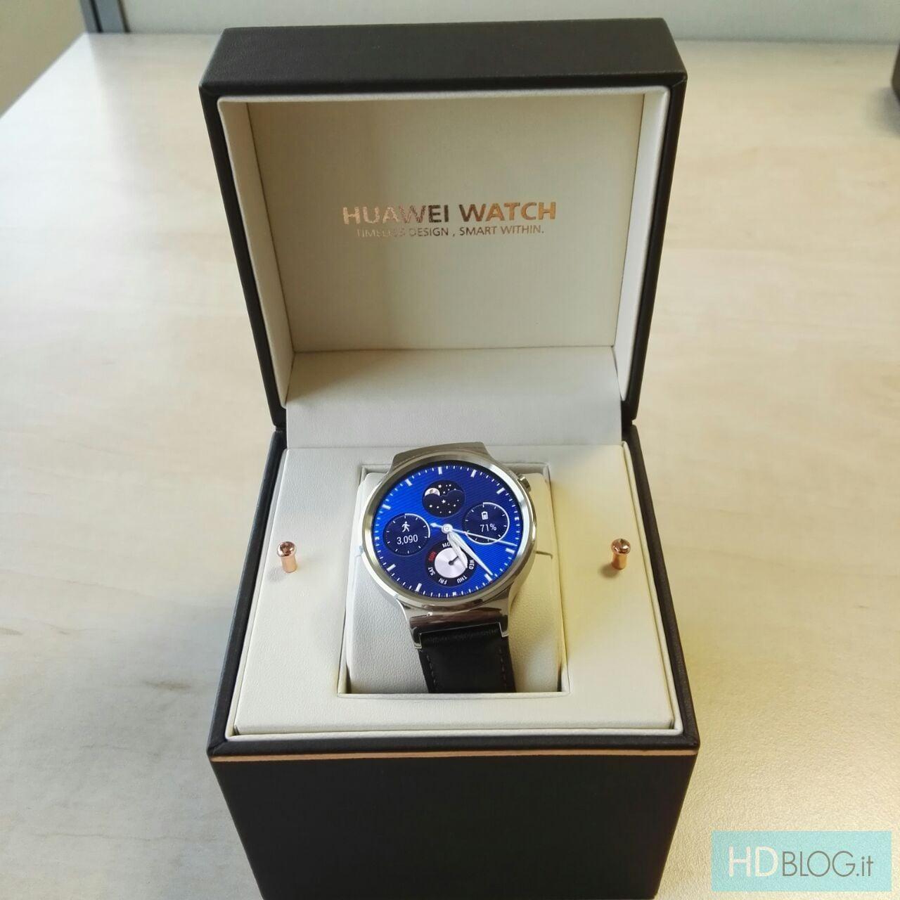 Huawei Watch nella sua possibile confezione di vendita (foto)