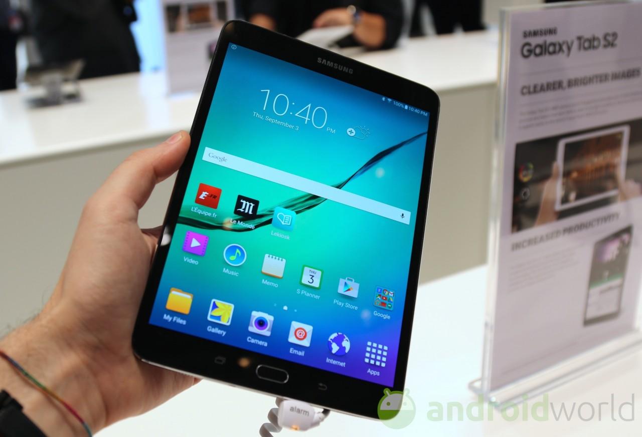 Oggi Samsung non sapeva che fare, ed ha aggiornato le specifiche del Galaxy Tab S2