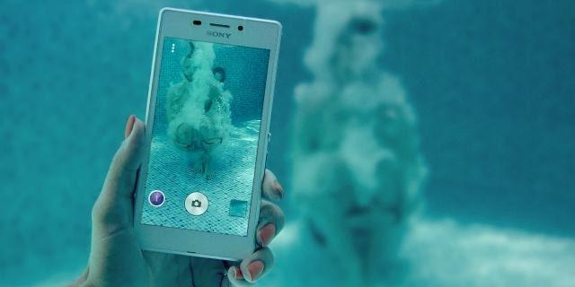 Sony consiglia di non usare un Xperia sott'acqua nonostante la certificazione