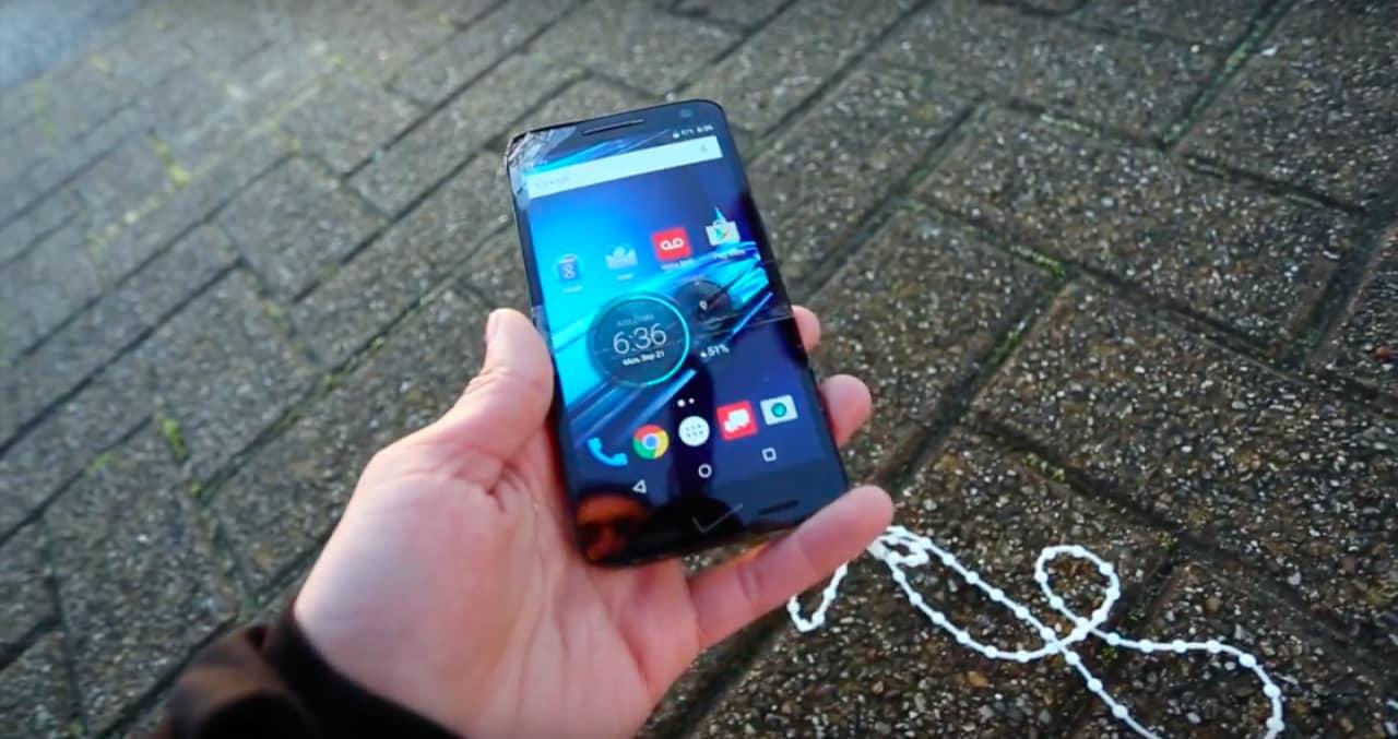 Motorola Droid Turbo 2 sopravvive al drop test definitivo: 275 metri e non sentirli (video)