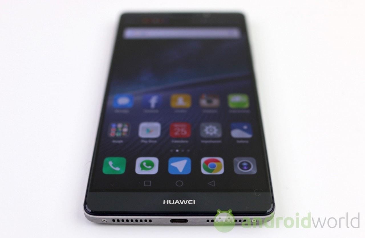 Huawei Mate 8 inizia a ricevere l'aggiornamento a Nougat anche in Italia