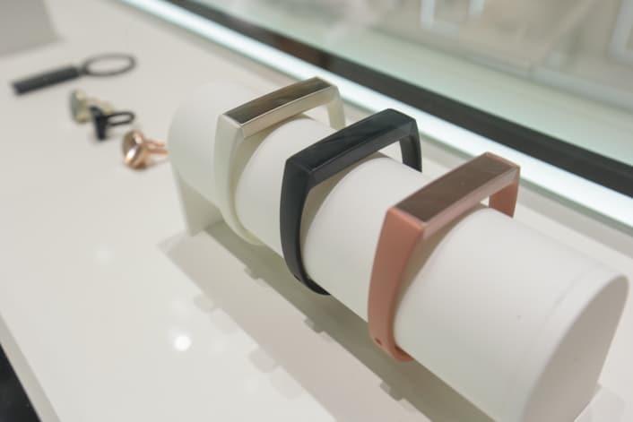 Il braccialetto Charm è la risposta di Samsung a Mi Band (foto)