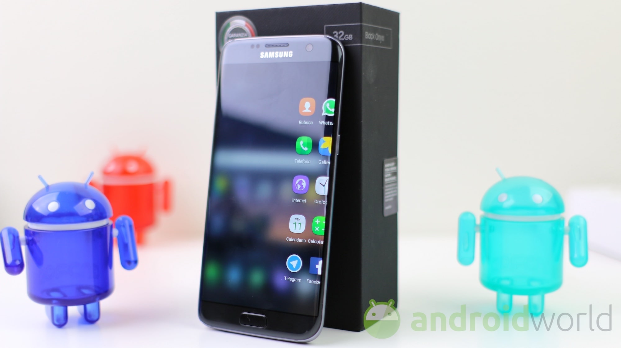 """Samsung potrebbe lanciare un S7 """"Jet Black"""" sulle orme di iPhone 7"""