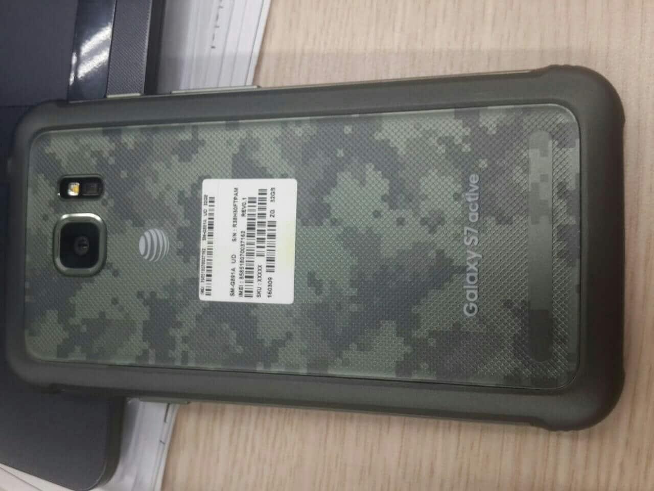 Active, la variante di Galaxy S7 che non ha bisogno di una cover, si mostra nelle prime foto