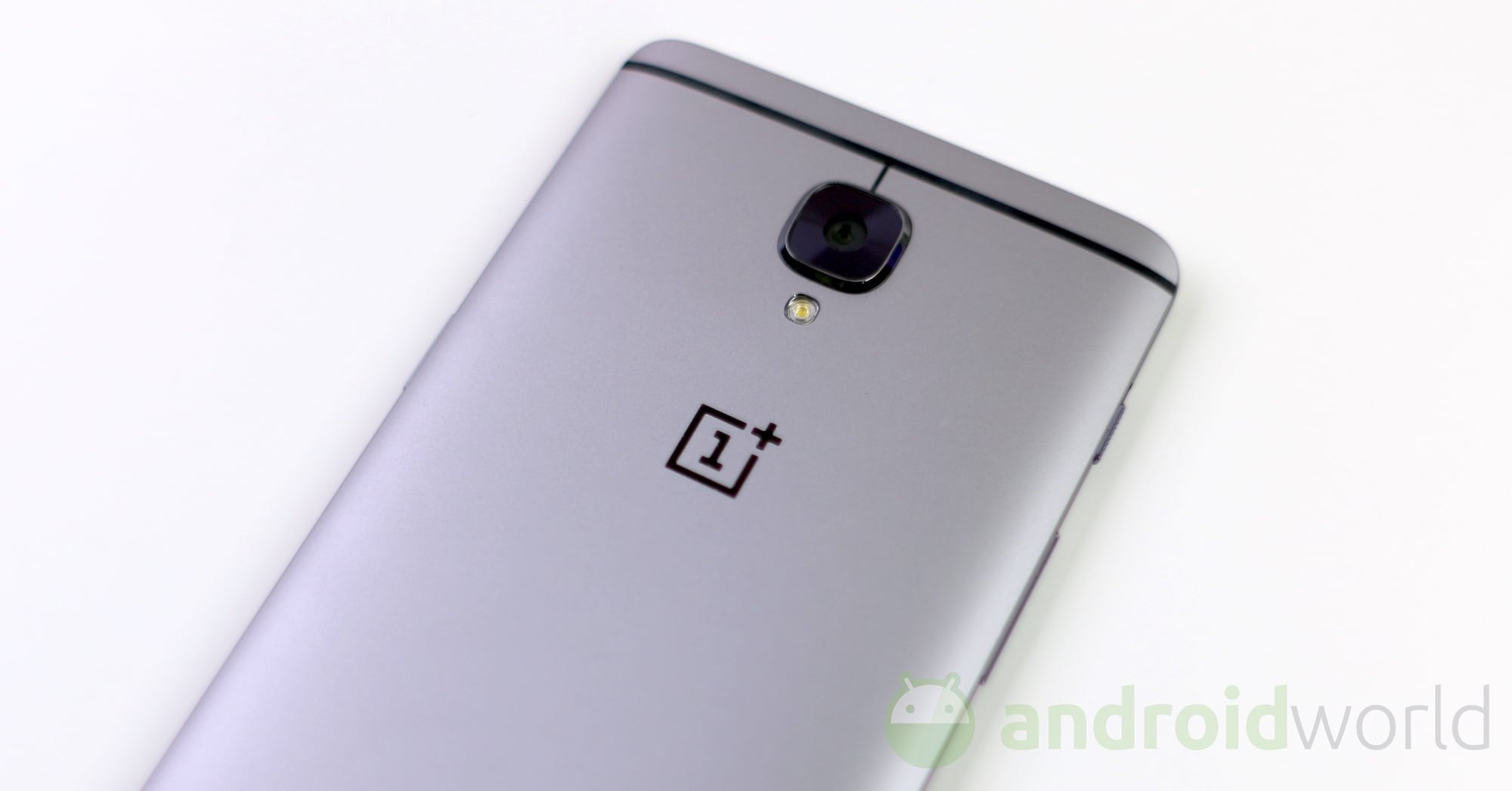 OnePlus 3: spedizioni rimandate a fine ottobre, modello Soft Gold già esaurito
