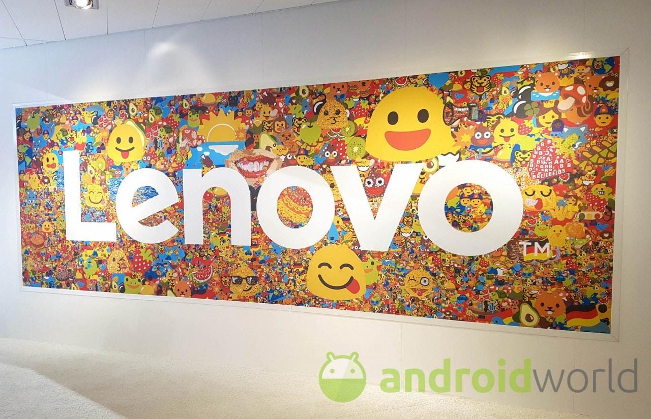Ecco il prototipo di smartphone pieghevole Lenovo che ha qualcosa in comune con Surface Book 2 (video)