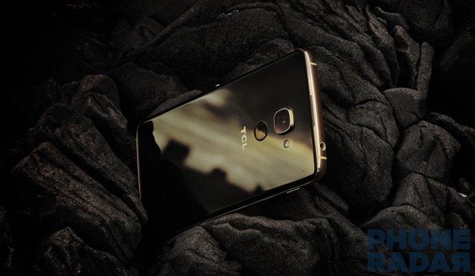 TCL svela un top di gamma con Snapdragon 820 identico al nuovo BlackBerry