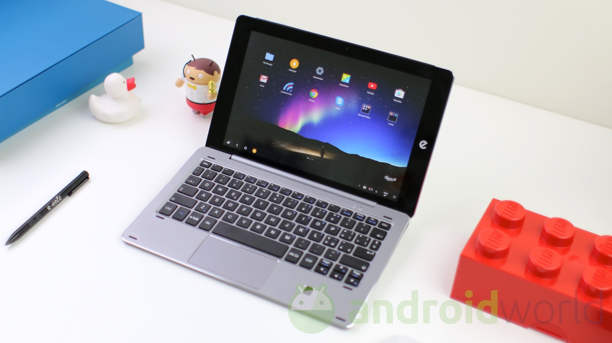 Microtech e-Tab Pro (Win10 / Remix OS), la recensione (foto e video)