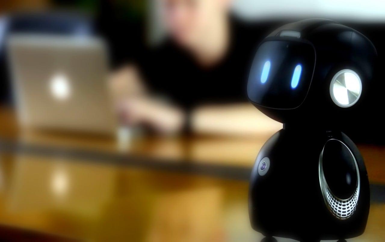 Omate Yumi: Android ed Alexa rendono smart questo robottino da 350$