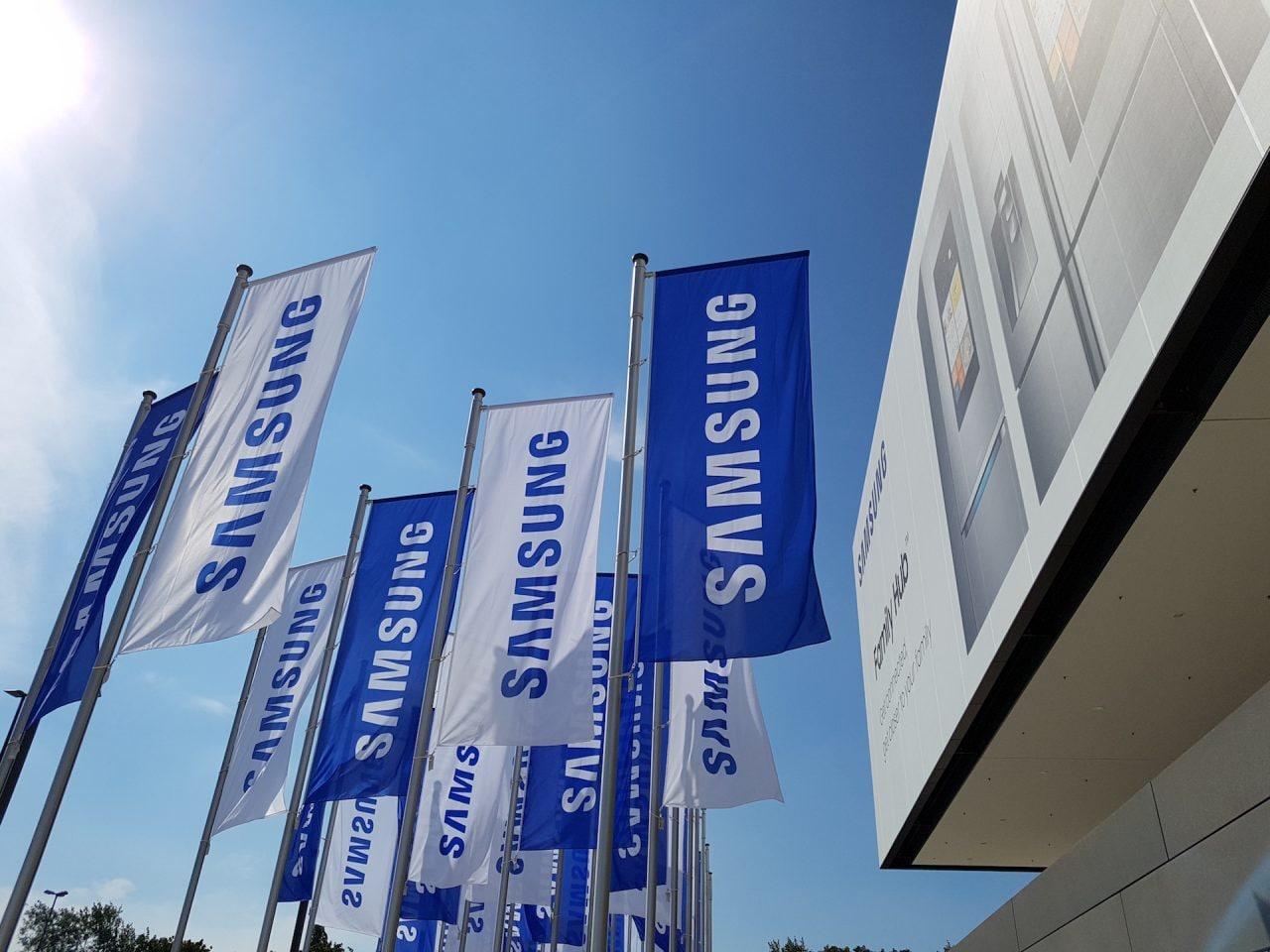 Samsung porterà un prototipo di dispositivo ripiegabile al MWC