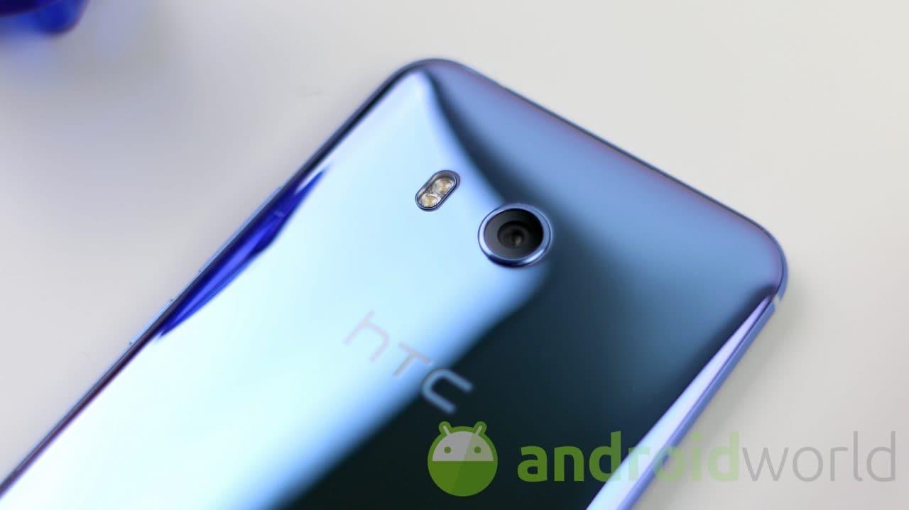 Dove non arriva HTC arrivano i modder: Android 10 e Project Treble arriva su HTC U11