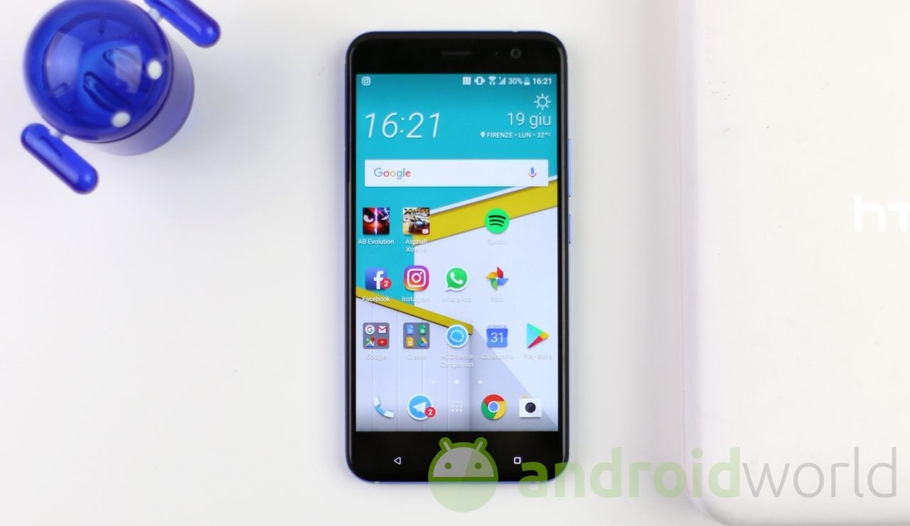 Prossimamente il launcher di HTC Sense potrebbe integrare lo swipe in alto per aprire l'app drawer (video)