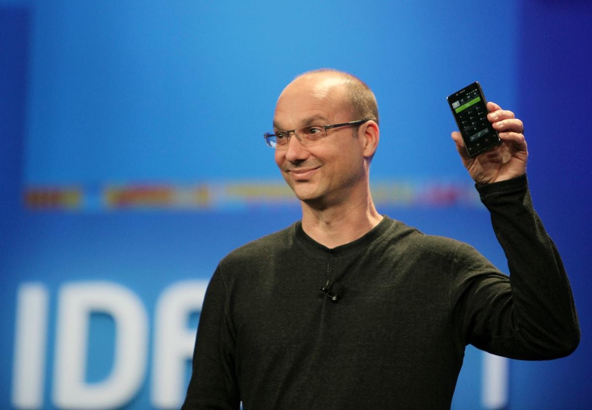 Essential Phone troppo simile a Sharp Aquos S2? Andy Rubin spiega perché e svela nuovi moduli