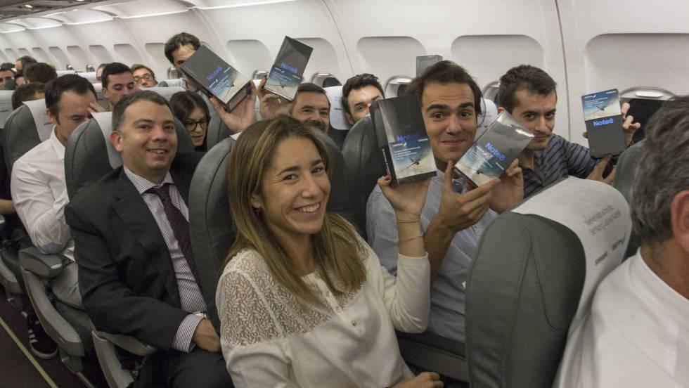 Anche voi avreste voluto essere su questo volo Iberia: regalato un Galaxy Note 8 ad ogni passeggero! (video)