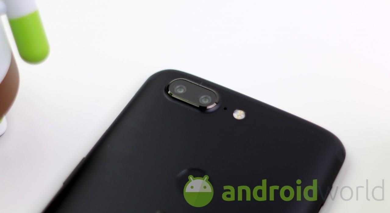 OnePlus 5 e 5T ricevono le nuove Open Beta: miglioramenti alla fotocamera ed all'app Meteo (foto)