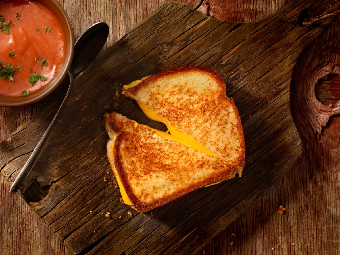 Google le prova tutte per convincere la gente ad installare Allo: toast al formaggio gratis nelle strade d'America!
