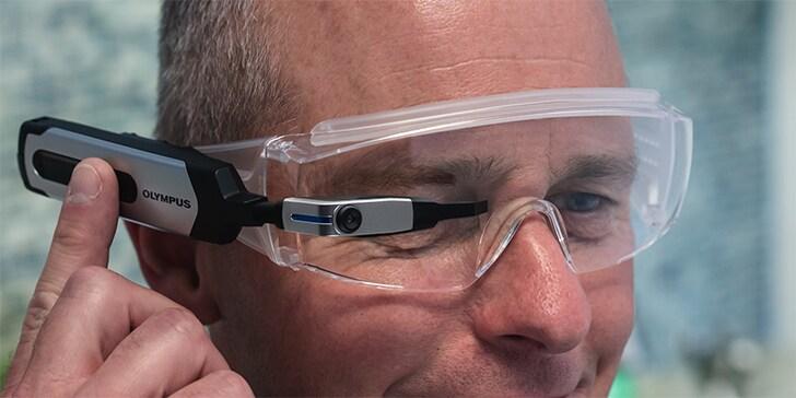 Olympus fa un salto nel passato, e presenta un'alternativa ai Google Glass... con sei anni di ritardo! (foto e video)