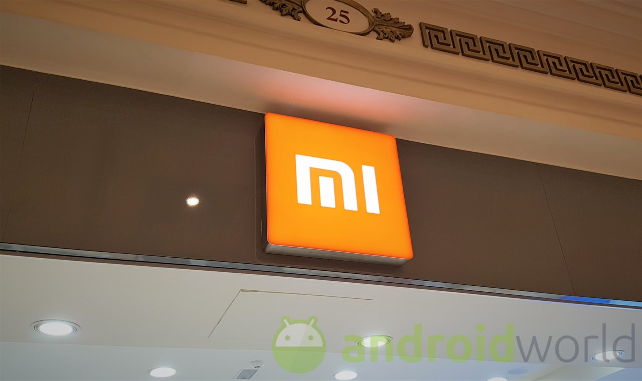 Xiaomi Mi MIX 2S nelle prime immagini teaser ufficiali: il vostro peggior timore non si è avverato