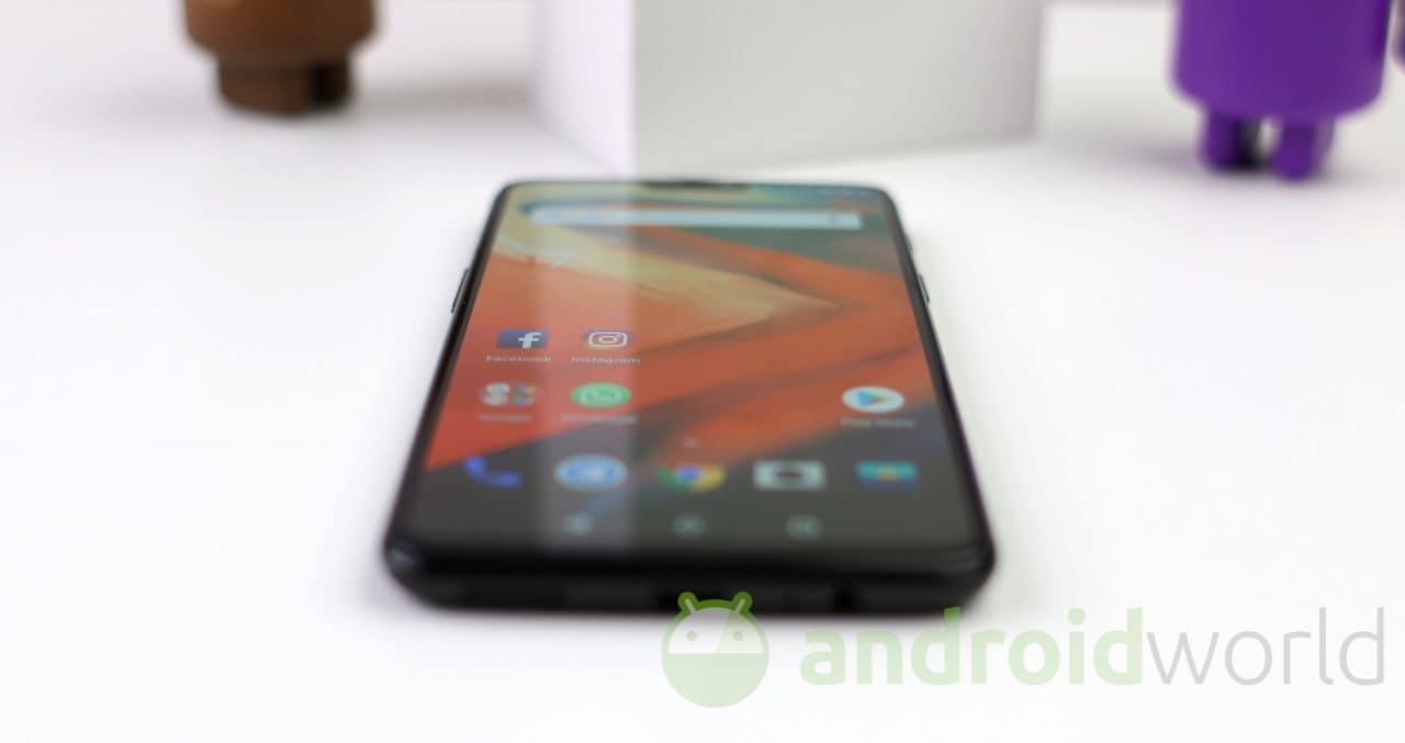 Con questa mod per OnePlus 6 non rimpiangerete la mancanza dell'audio stereo (video)