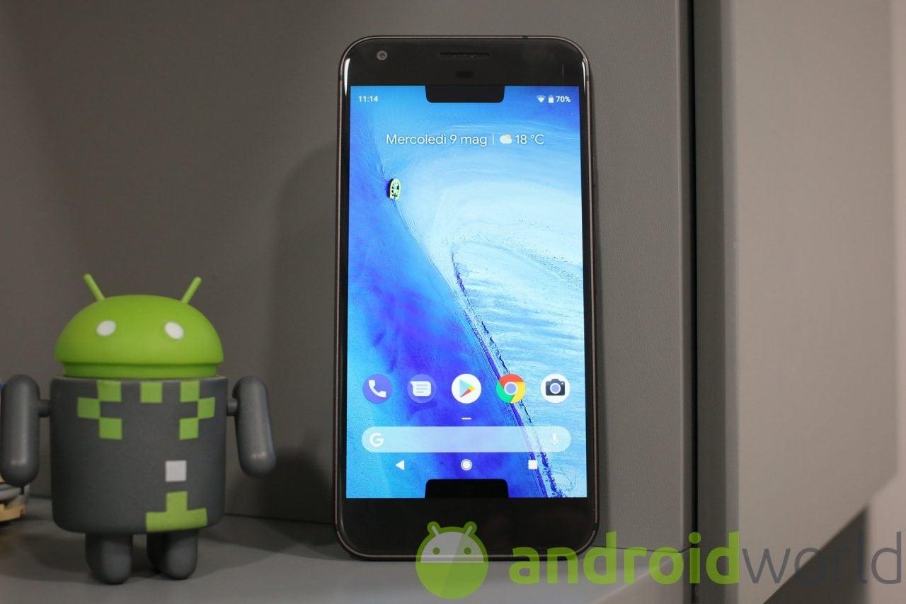 Brividi caldi da Android P: ecco com'è un Pixel con 2 notch (e con uno nell'angolo)!