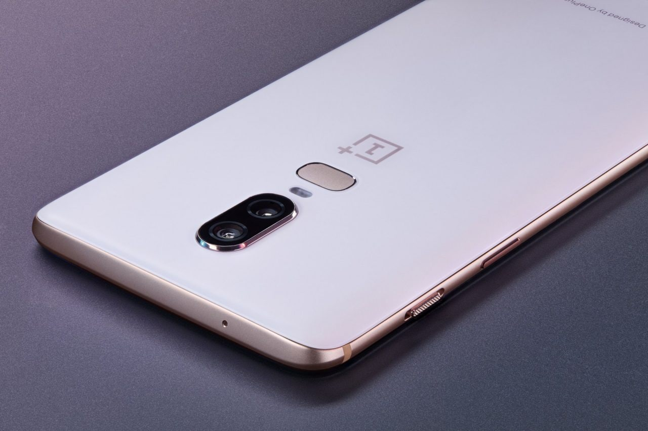 OnePlus 6 Silk White e le Bullets Wireless da oggi ufficialmente disponibili all'acquisto (video)