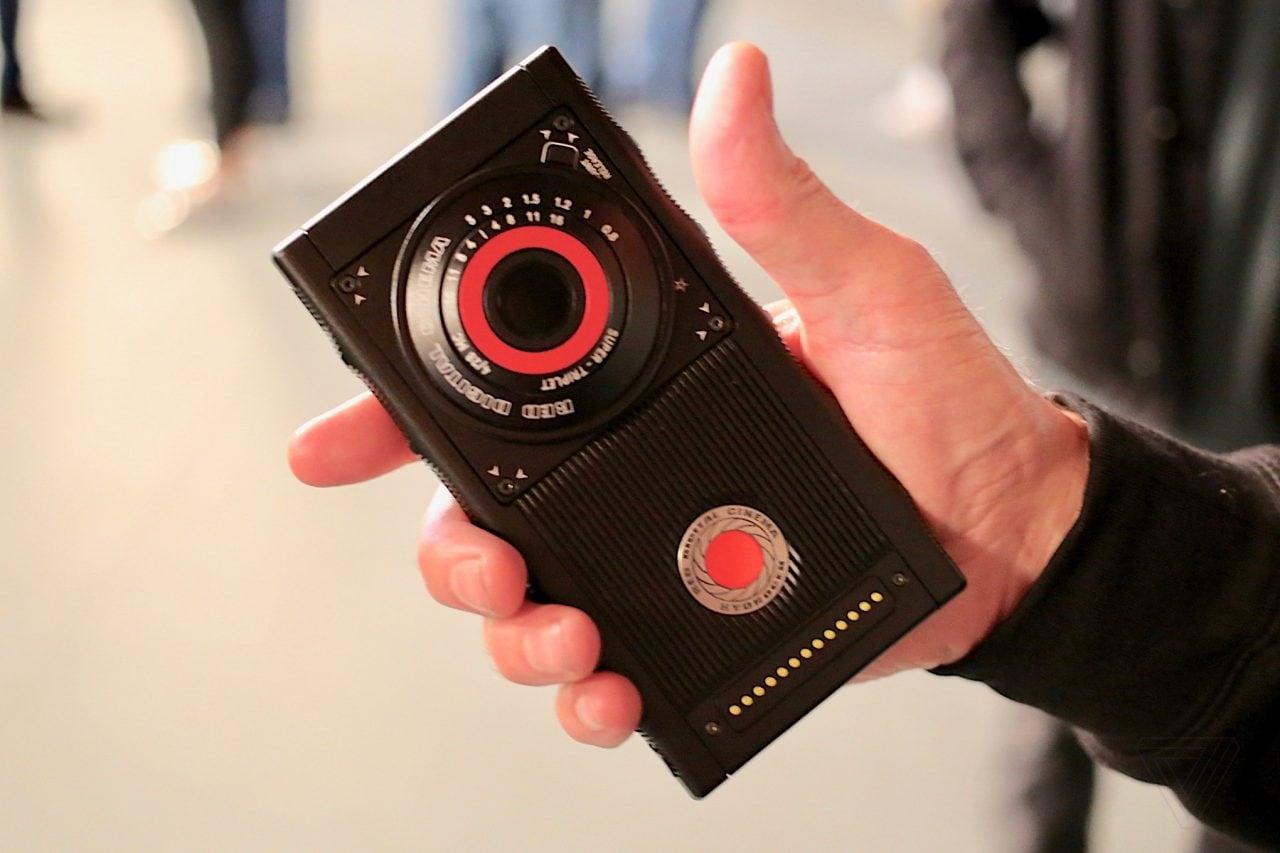 Colpo di scena in casa RED: il fondatore va in pensione, affondando la serie di smartphone Hydrogen
