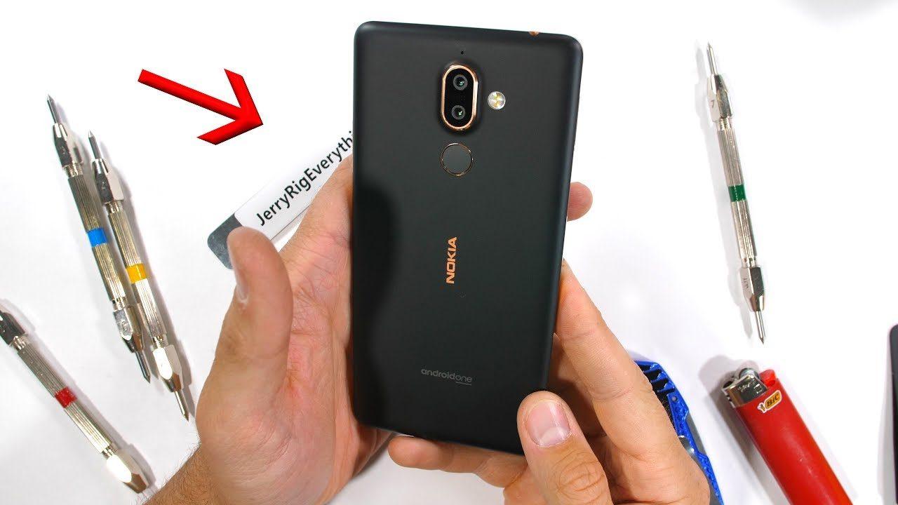 """Zack usa """"bend test"""" su Nokia 7 Plus... ma non succede nulla! (video)"""