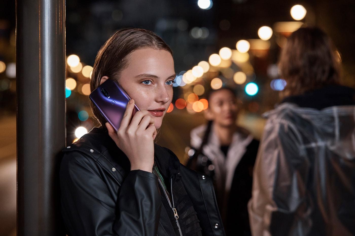 OnePlus Thunder Purple – Lifestyle 1