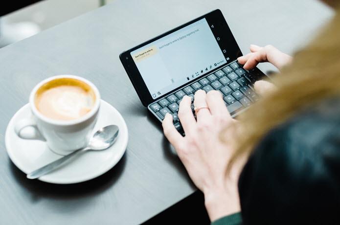 Il successore del PDA Gemini è su Indiegogo: due schermi, Android Pie ed un po' di Nokia E90 (video e foto)